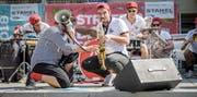 Brassmaster Flash am Streetband Contest 2018 auf dem Weinfelder Marktplatz. (Bild: Reto Martin)