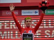 Simon Yates wird die letzte Woche der Spanien-Rundfahrt im roten Leadertrikot in Angriff nehmen (Bild: KEYSTONE/AP/ALVARO BARRIENTOS)