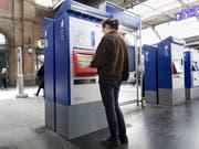 Nicht mehr alle Ticketautomaten werden gebraucht, weil viele Kundinnen und Kunden ihre Tickets online kaufen. (Bild: KEYSTONE/GAETAN BALLY)