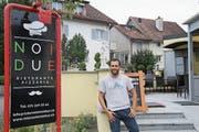 Vincenzo Spina hat gemeinsam mit seinem Geschäftspartner Massimo de Fino die Pizzeria «Noi Due» in Abtwil eröffnet. (Bild: Fabian Egger)