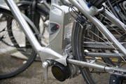 E-Bike: Velofahren mit Elektromotor liegt im Trend. (Bild: Ralph Ribi)