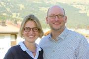 Ute Latuski-Ramm und Markus Ramm stellen sich als neues Pfarrehepaar zur Wahl. Die studierten Theologen aus Deutschland wirkten bisher auf der Lenzerheide und sind Eltern zweier Kinder. (Bild: PD)