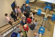 Grosses Interesse: Im Wasserreservoir Freudenberg wurde es zuweilen eng. (Bild: Ramona Riedener)
