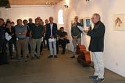 Kulturjournalist Urs Bugmann berichtet über die Person und die Werke von Godi Hofmann. (Bild: Sepp Odermatt (Stansstad, 8. September 2018))