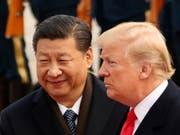 Chinas Präsident Xi Jinping hat US-Präsident Donald Trump am Dienstag eine versöhnliche Hand gereicht und die Vorzüge von Zusammenarbeit gelobt. (Bild: KEYSTONE/AP/ANDREW HARNIK)