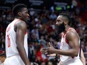 Das Erfolgsduo der Houston Rockets: James Harden (rechts) und der Genfer Clint Capela (Bild: KEYSTONE/AP/LYNNE SLADKY)