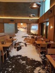 Schneemassen sind ins Hotel Säntis eingedrungen. (Leserbild)