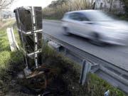 Über manche Geräte zur Kontrolle der Geschwindigkeit wurde ein Abfallsack gestülpt. (Bild: Keystone/AP/CLAUDE PARIS)