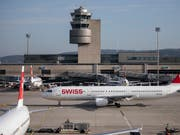 Im vergangenen Jahr flogen 31,1 Millionen Passagiere über den Flughafen Zürich, so viele wie noch nie. (Bild: KEYSTONE/CHRISTIAN MERZ)