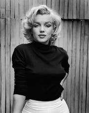 Wer sagt, dass Rollkragenpullover unsexy sind, hat Marilyn Monroe noch nie in einem gesehen. Hollywood, California, May 1953. (Foto Alfred Eisenstaedt/Getty Images)
