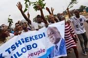 Anhänger des Wahlsiegers Felix Tshisekedi feiern auf den Strassen der Hauptstadt Kinshasa. (Bild: Hugh Kinsella Cunningham/EPA (10. Januar 2019))