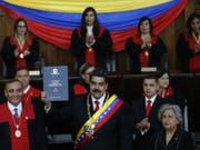 Venezuelas Präsident Nicolás Maduro hat am Donnerstag beim Obersten Gerichtshof seinen Amtseid abgelegt. (Bild: Keystone/AP/ARIANA CUBILLOS)