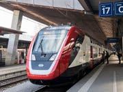 Der neue Fernverkehr-Doppelstockzug der SBB «FV-Dosto» bleibt auch nach dem ersten Betriebsmonat das grosse Sorgenkind der SBB. (Bild: KEYSTONE/ENNIO LEANZA)