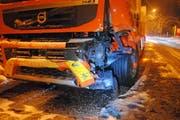 Auch der Lastwagen wurde beschädigt. (Bild: Luzerner Polizei, 9. Januar 2019)