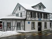Das unter Denkmalschutz stehende Bahnhofgebäude von Heiden erstrahlt in neuem Glanz. (Bild: Peter Eggenberger)