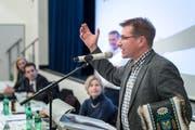 Alt Nationalrat Toni Brunner verabschiedet sich an der DV in Sevelen.