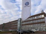 Der Volkswagen-Konzern kann für das Jahr 2018 einen neuen Absatzrekord vermelden. (Bild: KEYSTONE/EPA/DAVID HECKER)