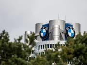 Der Münchner Autobauer BMW hat 2018 den Autoabsatz gesteigert, bleibt aber mit seiner Kernmarke weiter hinter dem Erzrivalen Daimler zurück. (Bild: KEYSTONE/EPA/CHRISTIAN BRUNA)