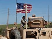 Die US-geführte Koalition gibt den Beginn des Abzugs aus Syrien bekannt. (Bild: KEYSTONE/AP/HUSSEIN MALLA)