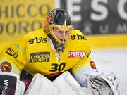 SCB-Goalie Leonardo Genoni feierte in Davos bereits den achten Shutout in dieser Saison (Bild: KEYSTONE/JUERGEN STAIGER)