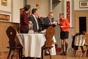 Die Nachricht kommt ungelegen. Von links: Rita Schmid, Heinz Imhof, Gustavo Beltrametti und Margrit Gisler. (Bild: Robi Kuster)