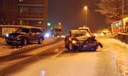 Auf der vereisten Strasse kamen die Autos ins Schleudern. (Bild: PD/Luzerner Polizei)