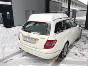 Schneehöhe auf dem Autodach: 18 Zentimeter. (Bild: Stadtpolizei St.Gallen - 10. Januar 2019)