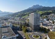 Blick von Norden auf die geplante Nidfeld-Überbauung mit dem Nordplatz und dem Hochhaus im Vordergrund. (Visualisierung: Business Images AG)
