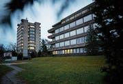 Im ehemaligen Personalhaus (links) ist auf acht Stockwerken die kantonale Verwaltung untergebracht. (Bild: Stefan Kaiser, 1. Januar 2019)