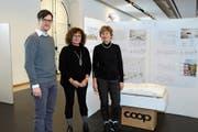 Präsentierten das neue Schulhausprojekt: Beat Loosli, Architekt, Pascale Sigg, Gemeinderätin Ressort Bau, und Ursula von Burg-Hess, Gemeinderätin Ressort Bildung und Kultur. (Bild: Astrid Zysset)
