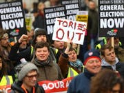 Tausende Demonstranten fordern in London Neuwahlen. (Bild: KEYSTONE/EPA/VICKIE FLORES)