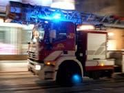 Über 60 Feuerwehrleute standen beim Brand in der Klinik in der ecuadorianischen Millionenstadt Guayaquil im Einsatz. (Bild: KEYSTONE/MARTIAL TREZZINI)