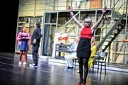 Zweiter Akt: Brooke (Anja Tobler) muss sich beruhigen. Gleich wird sie davonlaufen - aus Rache am Regisseur. n