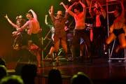Antonia-Sophie Bodenschatz als Ariel (links) und Alexander Wilbert als Ren (2. v. l.) überzeugten durch ihren Gesang und Tanz. (Bild: Manuel Nagel)