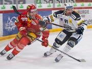 Biels Will Petschenig (links) gegen Ambris Fabio Hofer (Bild: KEYSTONE/ANTHONY ANEX)