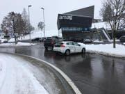Vortritt missachtet: In Neuheim stiessen zwei Autos zusammen. Verletzt wurde niemand. (Bild: Strafverfolgungsbehörden Zug)