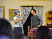 Die Schauspieler der Theatergruppe Braunau wissen, wie sie die Herzen des Publikums erobern.