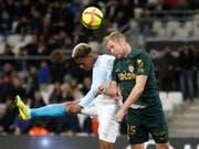 Ausgeglichenes Duell in Marseille: OM-Spieler Clinton Njie (links) im Duell mit Monacos Abwehrschef Kamil Glik (Bild: KEYSTONE/AP/CLAUDE PARIS)