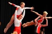 Der Nachwuchs zeigt eine akrobatische Einlage. (Bild: Max Eichenberger)