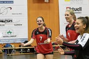 Aussenspielerin Celina Wirz jubelt: Volleya Obwalden ist auf Siegeskurs. (Bild: PD (Sarnen, 12. Januar 2019)