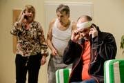 Im Stück muss der Taxifahrer viel telefonieren. (Bild: Donato Caspari)