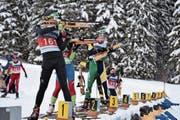 Trotz neun Fehler am Schiessstand holt Tino Schuler (vorne) noch Bronze. (Bild: Lars Kiser (Glaubenberg, 12. Januar 2019)