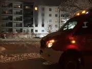 In Chur brannte in der Nacht von Samstag auf Sonntag ein Mehrfamilienhaus. (Bild: Kantonspolizei Graubünden)