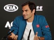 Gut gelaunt und bereit für den Start des Australian Open: Roger Federer in Melbourne (Bild: KEYSTONE/EPA/MAST IRHAM)