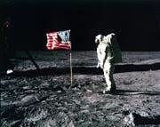 Am 21. Juli 1969 betraten die Amerikaner Neil Armstrong und Buzz Aldrin (im Bild) als erste Menschen den Mond. Nun wollen ihnen die Chinesen folgen – und dort bleiben. (Bild: EPA/Nasa)