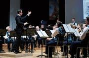 Unter der Anleitung des Dirigenten Daniele Giovannini spielt die Feldmusik Allenwinden in der heimischen Aula. (Bild: Stefan Kaiser (12. Januar 2019))