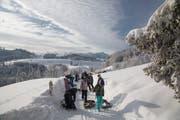 Eine Winterwanderung mit herrlicher Aussicht auf den Alpstein. (Bild: Christof Sonderegger)