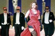 «Ich will Revanche»: Im «Savoy» hat Petra Halper König als Madeleine einen starken Auftritt. (Bild: Operette Sirnach)