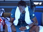 Neue Regeln bei extremer Hitze: Am Australian Open kommt eine neue «Hitzestress-Skala» zum Einsatz. Wird ein bestimmter Wert überschritten, können Spiele unterbrochen werden. (im Bild Gaël Monfils) (Bild: KEYSTONE/EPA AAP/DEAN LEWINS)
