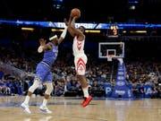 Trotz 38 Punkten: Es war nicht der Abend von James Harden (im weissen Rockets-Dress) (Bild: KEYSTONE/AP/JOHN RAOUX)